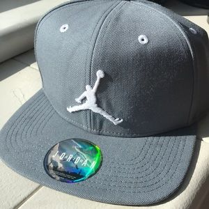 Air Jordan Snapback Hat Gray/White NWT 619360-067